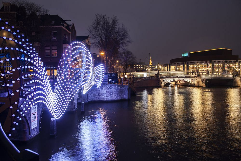Light Bridge/ Fot. Janus van den Eijnden/ amsterdamlightfestival.com