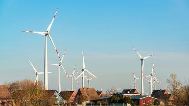 Niemcy, Schleswig-Holstein, farma wiatrowa.