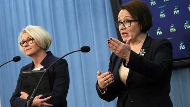 Posłanka PiS Marzena Machałek i minister edukacji Anna Zalewska podczas konferencji prasowej w Sejmie