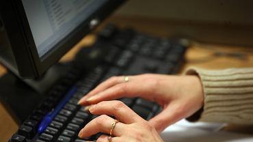 Oszustwa internetowe (zdjęcie ilustracyjne)