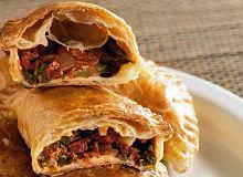 Rożki z oliwkami i anchois - ugotuj