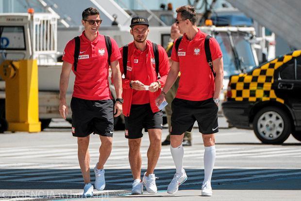 Zdjęcie numer 11 w galerii - W drodze na mundial. Piłkarze reprezentacji Polski lecą z Jasionki na mecz towarzyski z Chile [ZDJĘCIA]