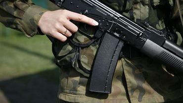 Kobieta w wojsku (zdjęcie ilustracyjne)
