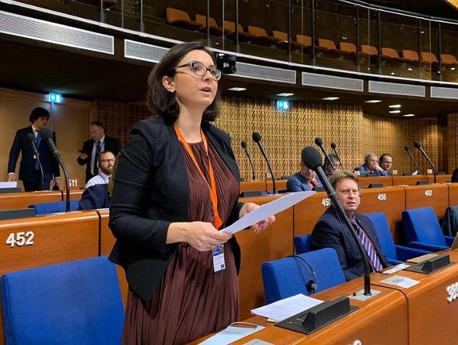 Kamila Gasiuk-Pihowicz podczas przemówienia w Radzie Europy
