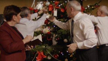 Kadr ze świątecznego spotu KPRM