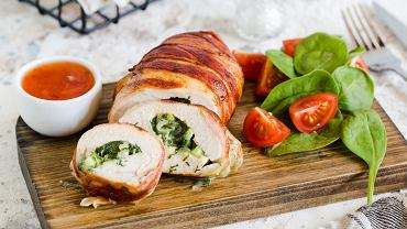Roladki z kurczaka ze szpinakiem to świetna propozycja obiadowa.