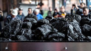 Kopalnia Węgla Kamiennego Piekary. Symboliczne wydobycie ostatniej tony węgla w związku z likwidacja kopalni