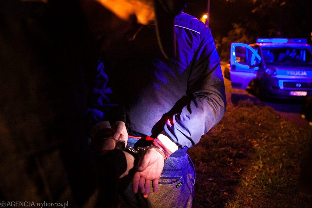 Łobożenica k. Piły. Policja zatrzymała dwóch mężczyzn (zdjęcie ilustracyjne)