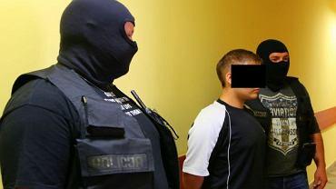 Ten 19-latek pomógł swojej dziewczynie zemścić się na byłym chłopaku, fot. Komenda Policji w Bydgoszczy