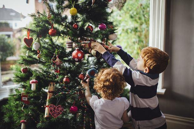 Ubieranie Choinki Wspaniała Zabawa Dla Całej Rodziny I Dziecko