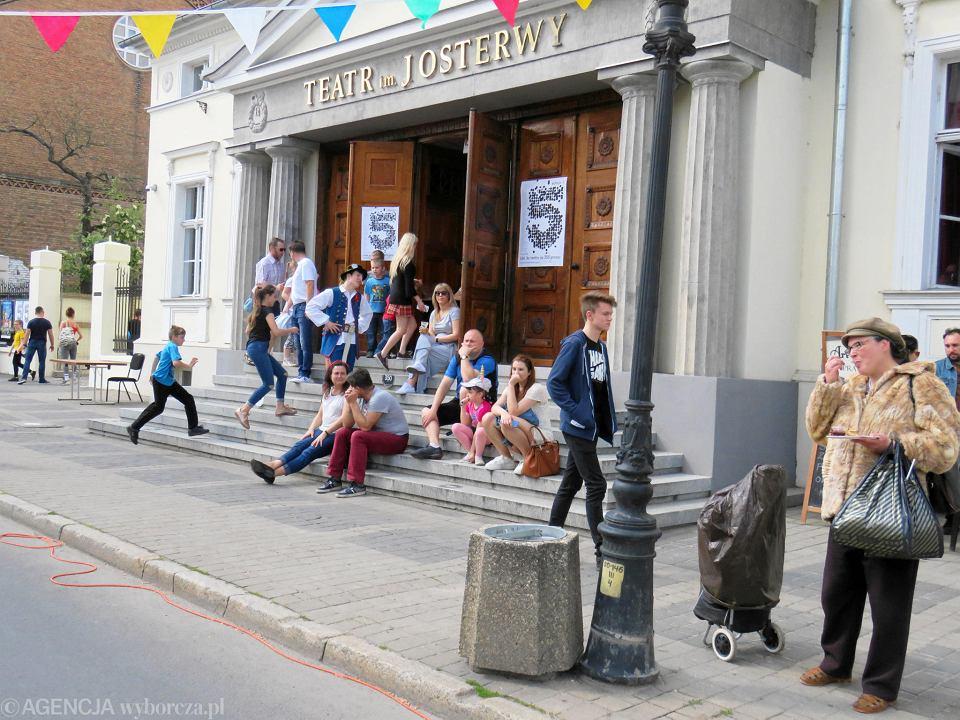 Zdjęcie numer 57 w galerii - Wielka zabawa na niezwykłej ulicy. Teatralna bawi się na całego [ZDJĘCIA]