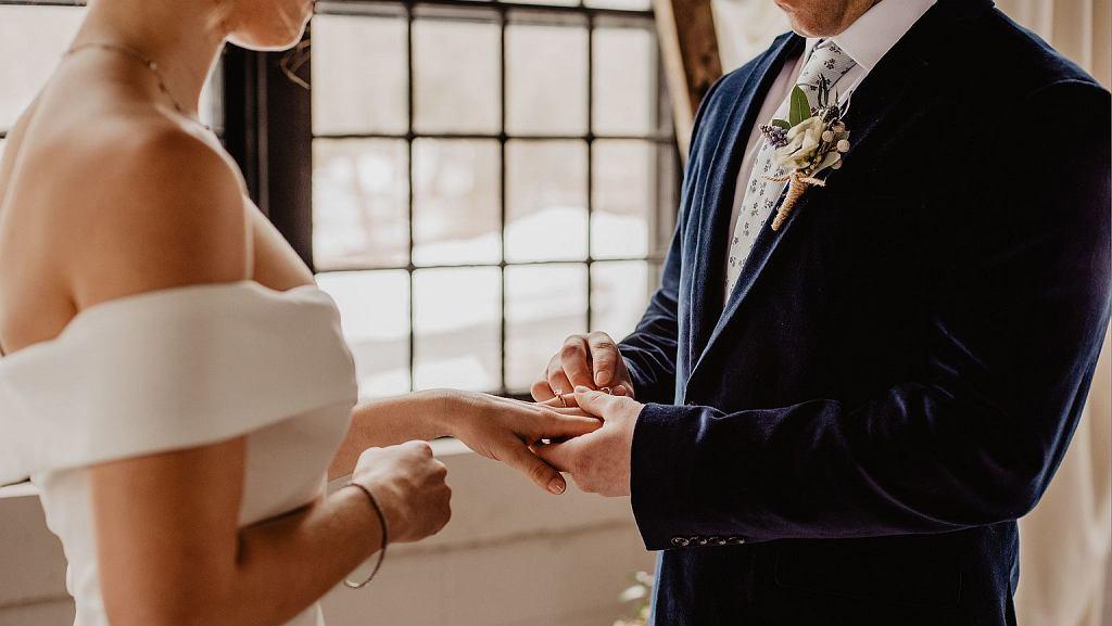 Bywa, że duchowni, po zrzuceniu sutanny, decydują się na małżeństwo