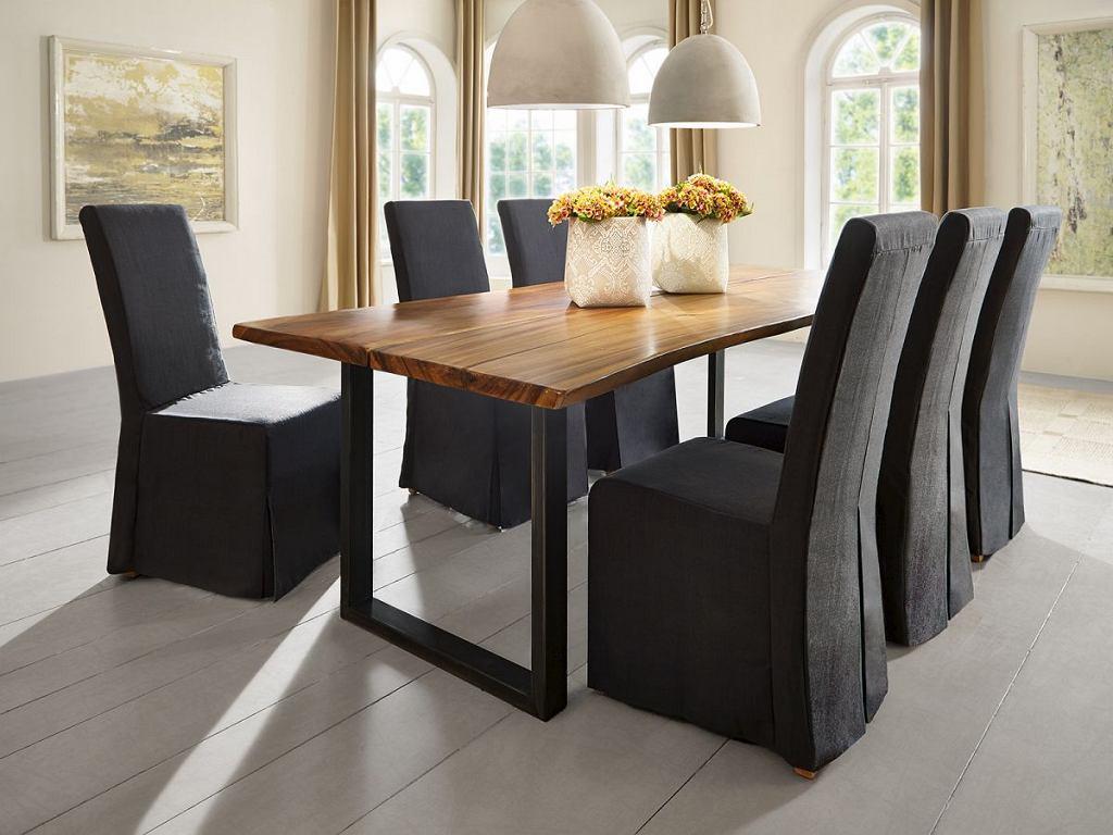 Pokrowce na krzesła w eleganckim wydaniu.