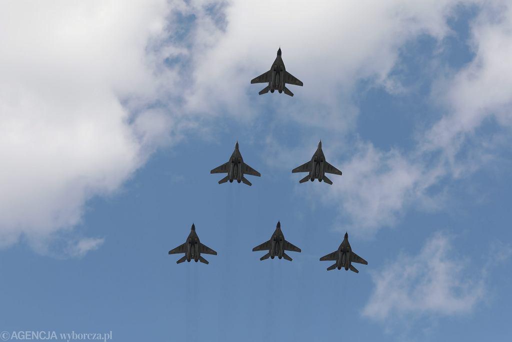 Święto Wojska Polskiego w Warszawie - defilada lotnicza