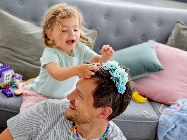 Wspólna zabawa z dziećmi jest bardzo ważna dla ich rozwoju