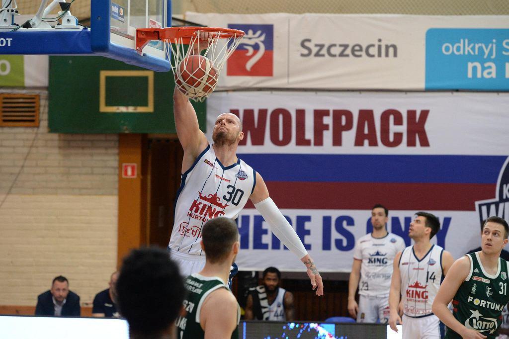 Maciej Lampe (z nr 30) w meczu King Szczecin - Legia Warszawa rozegranym 6 kwietnia 2021 r.