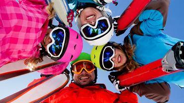 Wyjazd narciarski nie jest tani. Oszczędności można szukać wyjeżdżając z grupą - czy to z biurem podróży, czy zebraną samodzielnie / fot. Shutterstock