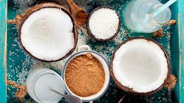 Olej kokosowy to naturalny kosmetyk, który uzależnia! Ma piękny zapach i kilkanaście zastosowań pielęgnacyjnych. Sprawdziłyśmy - oto najlepsze z nich!