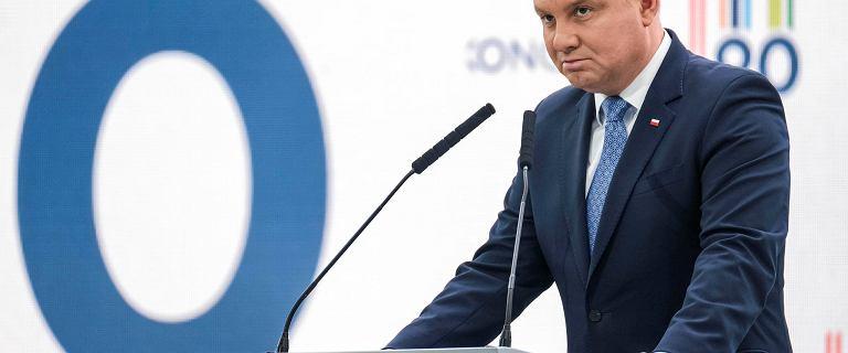 Polacy podzieleni ws. prezydentury Dudy. Ponad połowa ocenia ją pozytwnie
