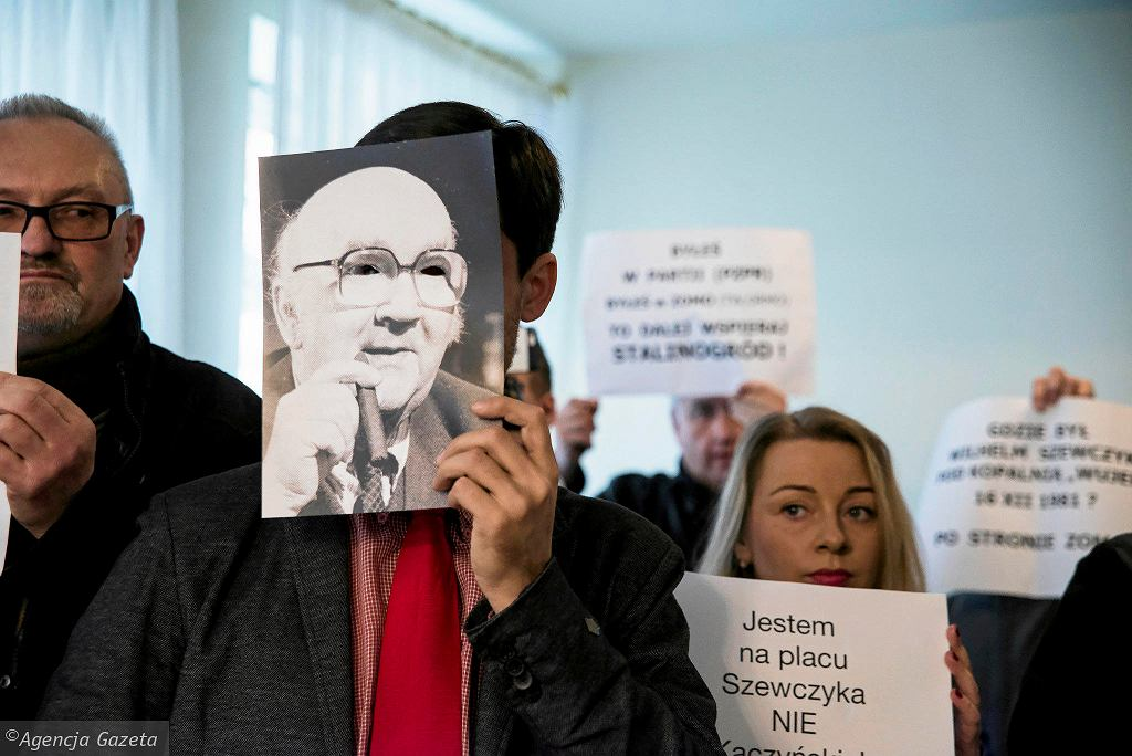 Nadzwyczajna sesja rady miasta Katowice w sprawie zmiany nazwy placu Szewczyka