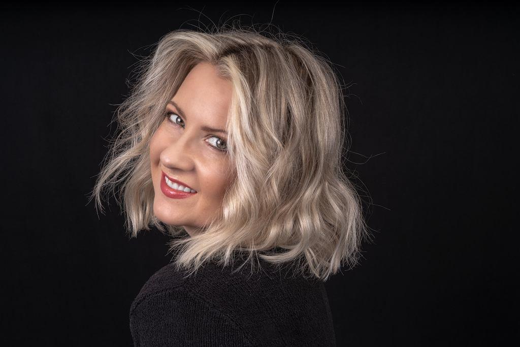 Modne fryzury damskie dla 50-latek. Dodadzą luzu i optycznie odejmą lat