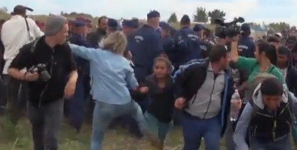 Dziennikarka kopie uchodźców na południu Węgier