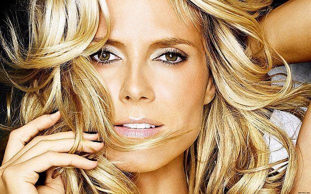Prawdziwy przełom w jej karierze nastąpił po sesji dla magazynu  Sports Illustrated (55 mln czytelników) oraz pokazu kolekcji Victoria's Secret