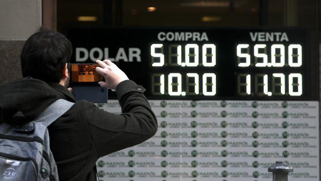 Czarny poniedziałek w Argentynie. Dramat w notowaniach peso, gigantyczne spadki na giełdzie. Winna polityka