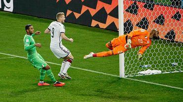 André Schürrle strzela zwycięskiego gola w meczu z Algierią