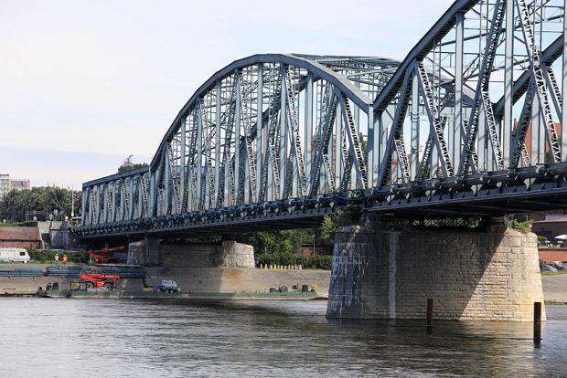 Zdjęcie numer 26 w galerii - Dziennikarze sprawdzali, jak przebiega rozbudowa starego mostu za 123 mln zł [GALERIA]