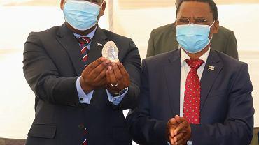 Prezydent Botswany Mokgweetsi prezentuje nadzwyczajny kamień