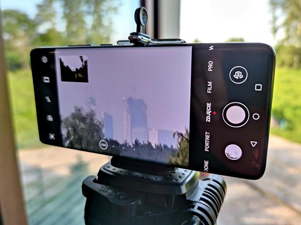 Huawei P40 Pro+ na statywie