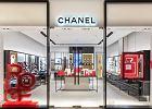 Pierwszy butik Chanel otwarto w warszawskiej Galerii Mokotów. To jedyny butik Chanel w Europie Środkowo-Wschodniej