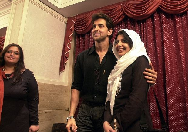 Indias Bollywood actor Hrithik Roshan, center, poses for a photograph with Pakistani student Sadaf  Khawer, as another student Kehkashan Beenish, left, looks on in Bombay, India, Tuesday, Aug. 17, 2004. Twelve students for the Lahore University in Pakistan met actors Hrithik Roshan and Amitabh Bachchan as part of a cultural exchange program between the two countries. (AP Photo/Aijaz Rahi)