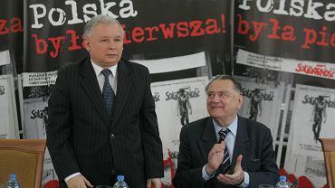 Jan Olszewski i Jarosław Kaczyński podczas konferencji 'Polska była pierwsza' w 20 rocznicę odzyskania niepodległości. Warszawa, Centralna Biblioteka Rolnicza, 5 czerwca 2009