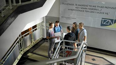 Częstochowa, Techniczne Zakłady Naukowe, 30 czerwca 2017 r. Absolwenci odbierają świadectwa maturalne