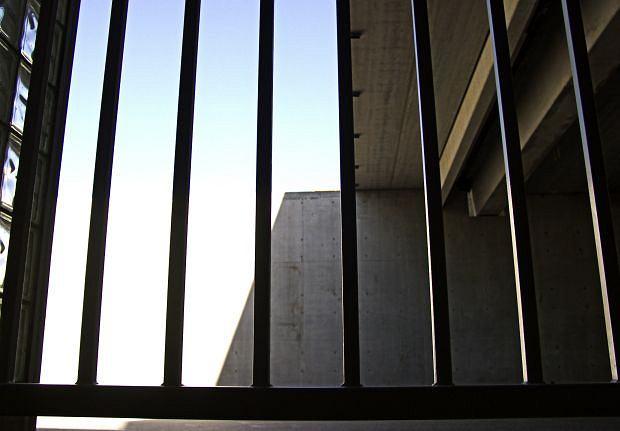 Więzienne kraty