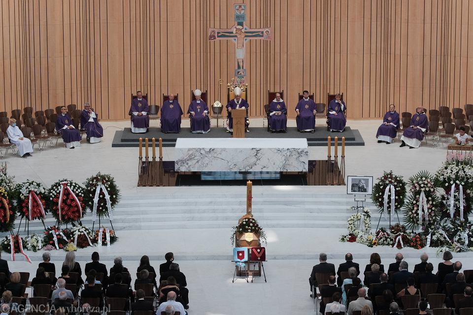 O. Tomasz Dostatni wygłosił kazanie na pogrzebie Henryka Wujca.