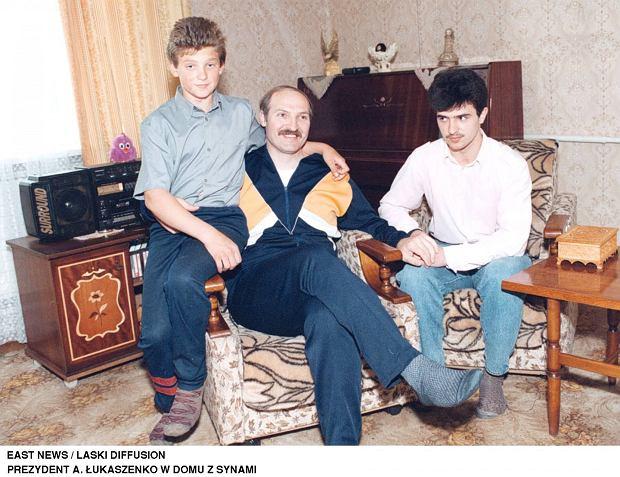 Alaksandr Łukaszenka z najstarszymi synami w 1994 roku