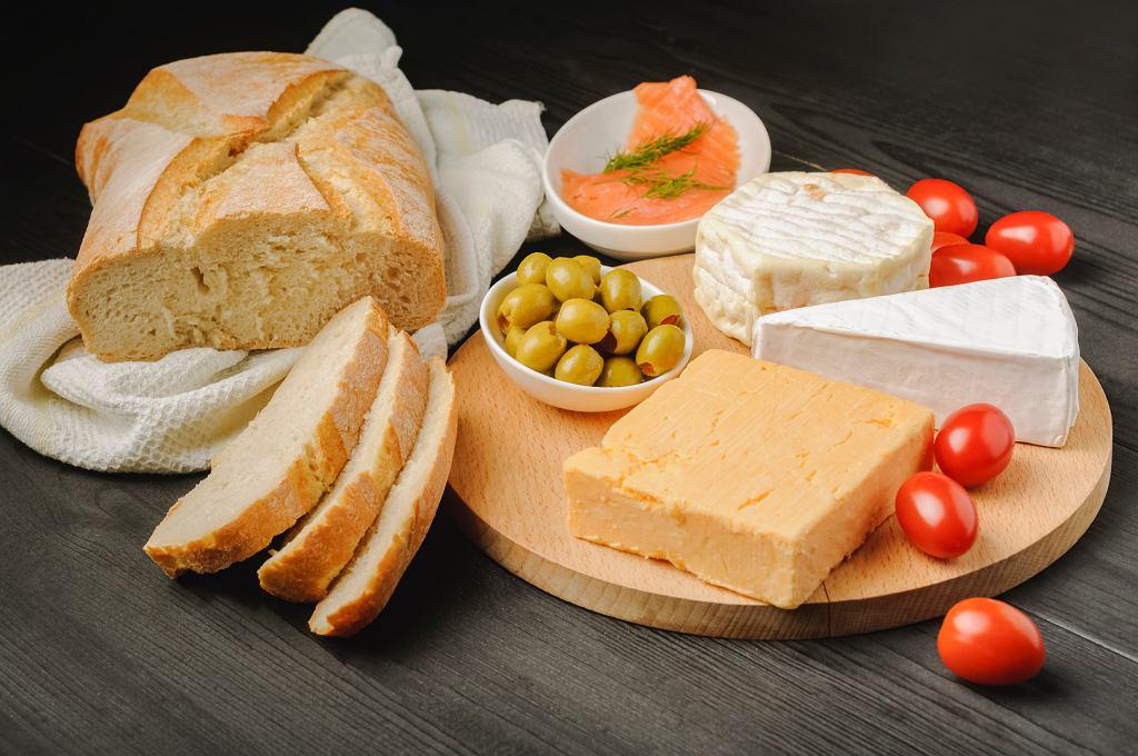 Czy ser pleśniowy jest zdrowy? Kto nie powinien go jeść? Co warto o nim wiedzieć?