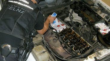 Przemyt papierosów w silniku mercedesa