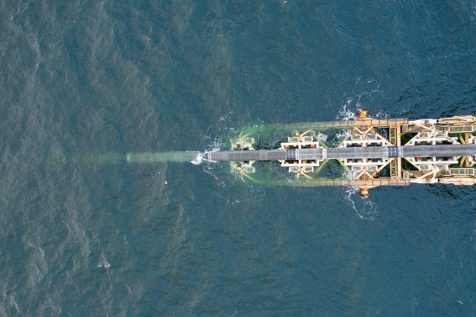 30.11.2018, Morze Bałtyckie, konstrukcja rurociągu Nord Stream 2 na wodach należących do Niemiec.