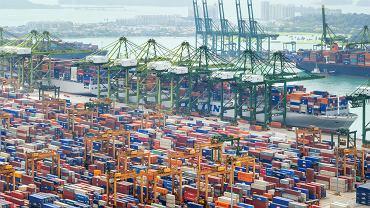 Port w Singapurze. Zdjęcie ilustracyjne