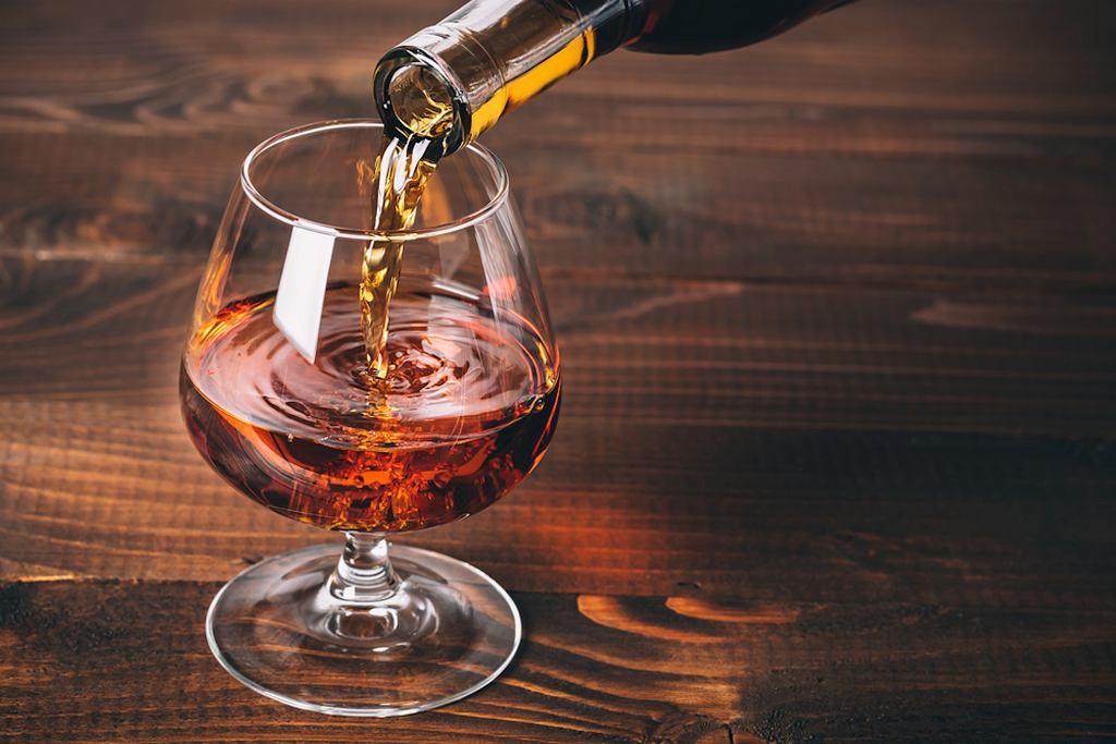 Brandy - drinki jednym smakują, drugim nie. Ale jeśli odpowiada ci smak tego trunku, zapewne i połączenie z innymi napojami (alkoholowymi i bezalkoholowymi) przypadnie ci do gustu