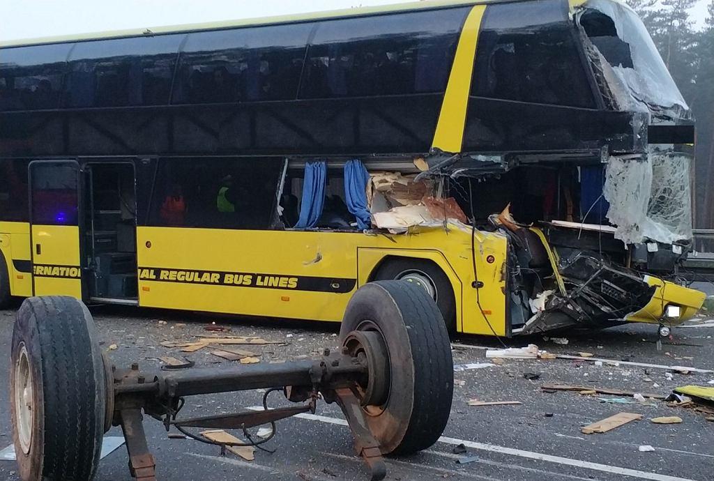 Zderzenie traktora z autobusem