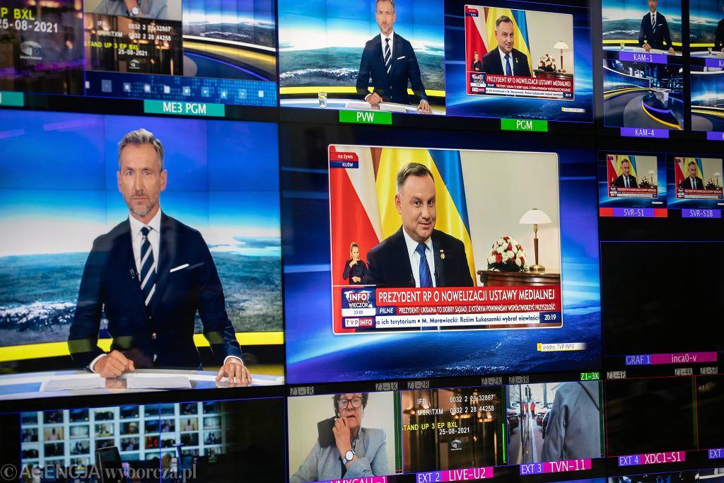 Studio telewizyjne TVN24 podczas programu informacyjnego ' Fakty ', 25 sierpnia 2021 r.