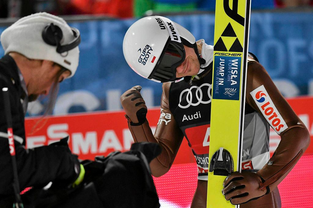 Piotr Żyła po swoim skoku, który dał mu drugie miejsce w klasyfikacji generalnej Turnieju Czterech Skoczni