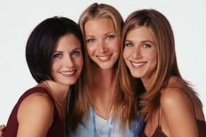W tym roku mija 10 lat od zakończenia jednego z najpopularniejszych seriali komediowych wszech czasów - Przyjaciół. Kręcono go przez 10 lat od 1994 do 2004 roku. Jennifer Aniston, Courteney Cox i Lisa Kudrow grały w nim rówieśniczki, choć w rzeczywistości pomiędzy nimi jest kilka lat różnicy. Najmłodsza jest Aniston - dziś ma 45 lat, Cox jest 50-latką, a Kudrow w środę obchodziła 51. urodziny. Tak gwiazdy wyglądały w połowie kręcenia serialu. Od tego czasu trochę się zmieniły.