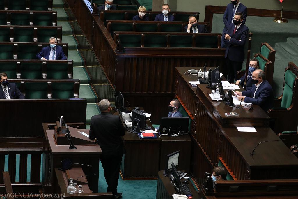 Wicemarszałek Sejmu Włodzimierz Czarzasty wykluczył z obrad posła Konfederacji Grzegorza Brauna za brak maseczki