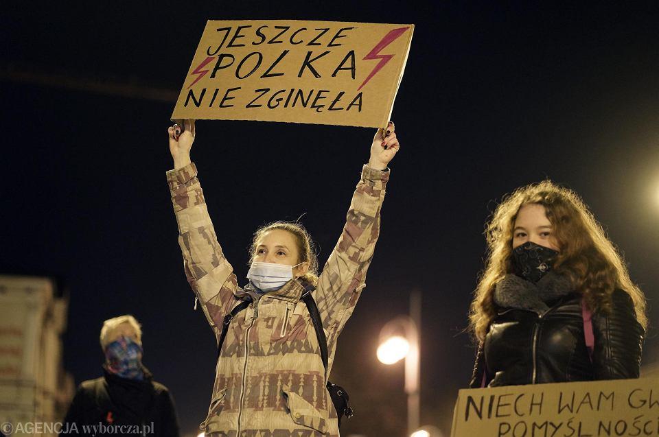 Częstochowa, 18 listopada 2020 r. Manifestacja na pl. Biegańskiego w obronie praw kobiet